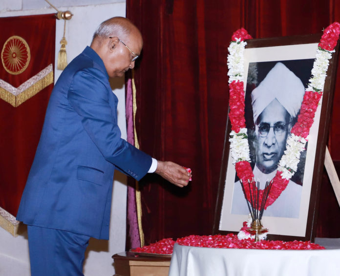 The President, Shri Ram Nath Kovind paying floral tributes at the portrait of the former President of India, Dr. Sarvepalli Radhakrishnan, on the occasion of his Birth Anniversary, at Rashtrapati Bhavan, in New Delhi on September 05, 2019.