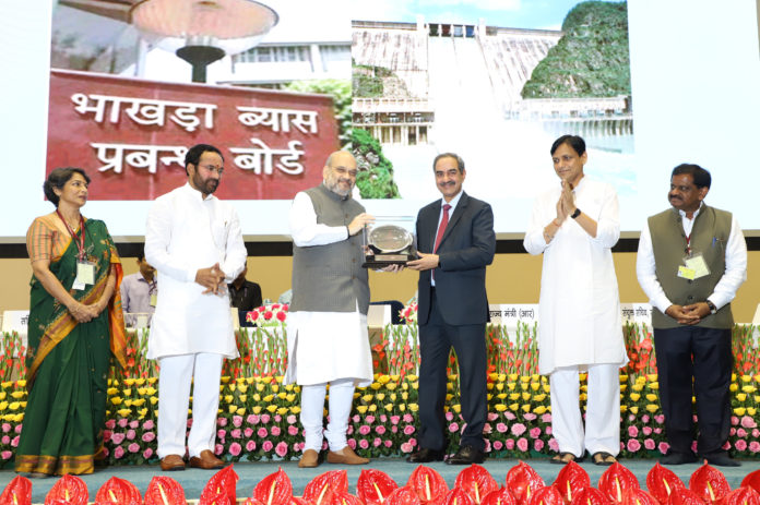 The Union Home Minister, Shri Amit Shah awarding the Rajbhasha Gaurav Puraskar and Rajbhasha Kirti Puraskar, at the Hindi Divas Samaroh 2019, in New Delhi on September 14, 2019. The Ministers of State for Home Affairs, Shri Nityanand Rai & Shri G. Kishan Reddy and the Secretary & Joint Secretary, Department of Official Language, Smt. Anuradha Mitra & Shri Jai Prakash Agarwal are also seen.
