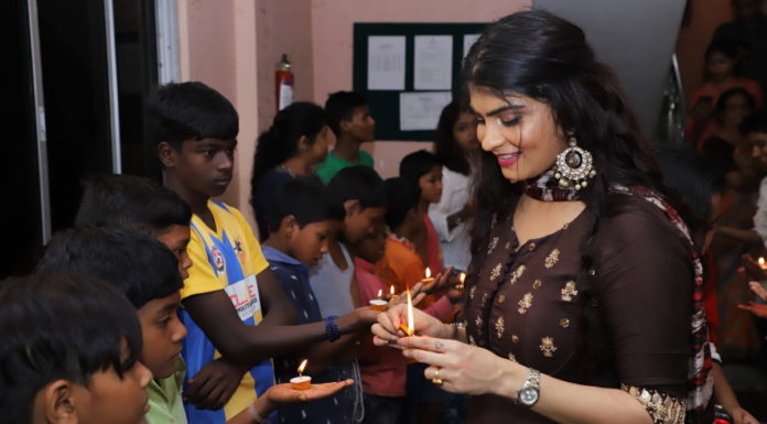 Aakansha Manglani, Mrs India Worldwide East 2018 celebrates Diwali with the underprivileged children