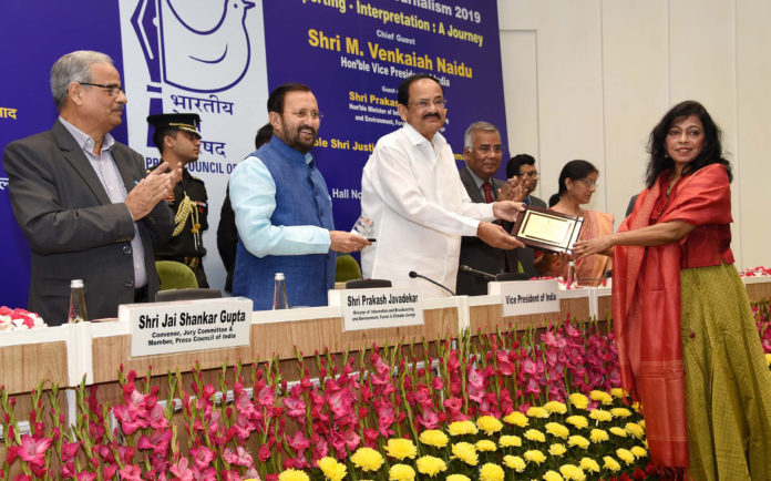 The Vice President, Shri M. Venkaiah Naidu awarding the winners of 'National Awards for Excellence in Journalism 2019', on the occasion of National Press Day, in New Delhi on 16 November, 2019. The Union Minister for Environment, Forest & Climate Change, Information & Broadcasting and Heavy Industries and Public Enterprise, Shri Prakash Javadekar and other dignitaries are also seen.