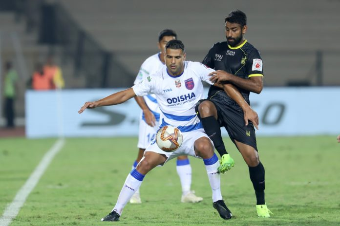 Aridane Jesus Santana of Odisha FC and Gurtej Singh of Hyderabad FC in action during match 59 of the Indian Super League ( ISL ) between Hyderabad FC and Odisha FC held at the G.M.C. Balayogi Athletic Stadium, Hyderabad, India on the 15th January 2020. Photo by: Faheem Hussain / SPORTZPICS for ISL