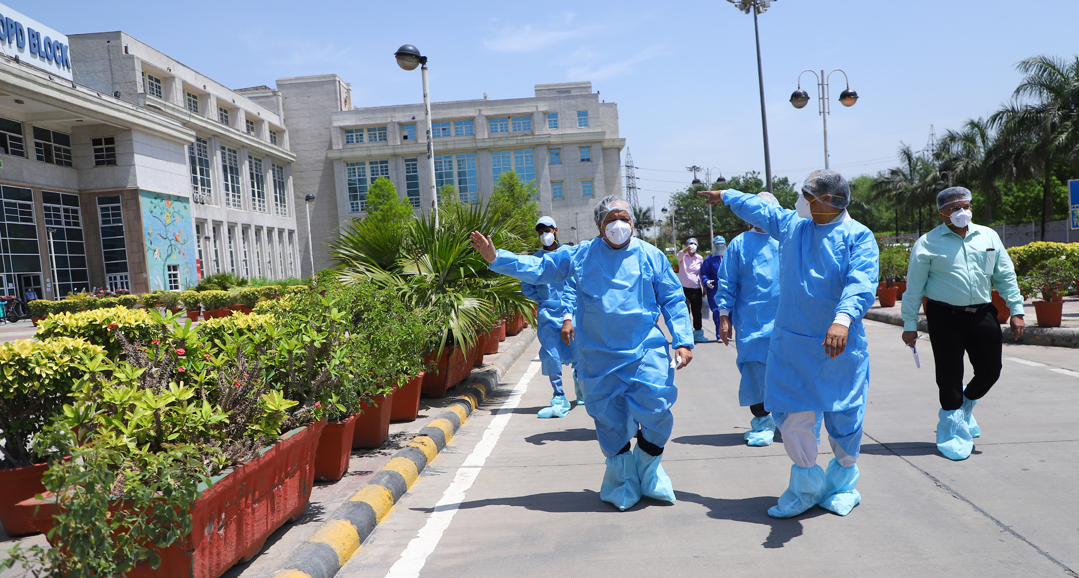 The Union Minister for Health & Family Welfare, Science & Technology and Earth Sciences, Dr. Harsh Vardhan visiting the Rajiv Gandhi Super Specialty Hospital to review status of COVID-19 management, in New Delhi on April 19, 2020.
