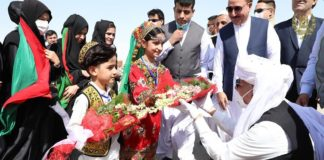 Afghan President meets Baloch People and wearing Baloch turban