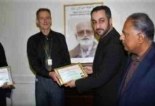 Baloch leader @hyrbyairmarri distributing #NawabBugtiMedal to foreign journalists for unbiased reporting on Balochistan.