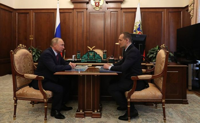 Vladimir Putin with Head of the Federal Service for State Registration, Cadastre and Cartography (Rosreestr) Oleg Skufinsky.