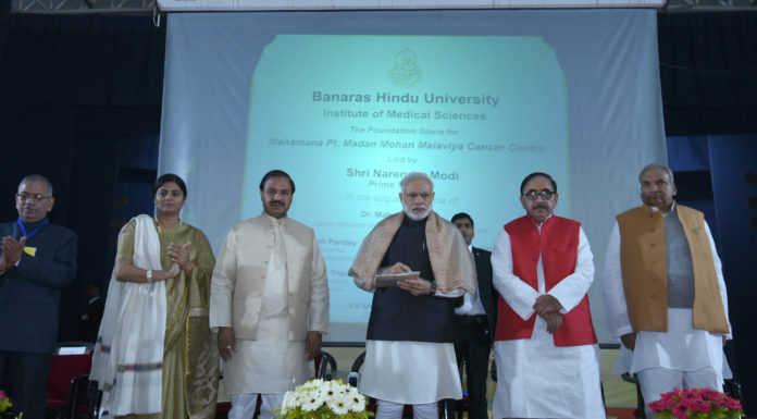 The Prime Minister, Shri Narendra Modi laying the foundation stone of Mahamana Pandit Madan Mohan Malaviya Cancer Centre, at Varanasi, Uttar Pradesh on December 22, 2016. The Minister of State for Culture and Tourism (Independent Charge), Dr. Mahesh Sharma, the Minister of State for Human Resource Development, Dr. Mahendra Nath Pandey and the Minister of State for Health & Family Welfare, Smt. Anupriya Patel are also seen.