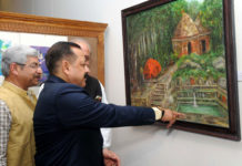 The Minister of State for Development of North Eastern Region (I/C), Prime Minister's Office, Personnel, Public Grievances & Pensions, Atomic Energy and Space, Dr. Jitendra Singh visiting the painting exhibition by Jammu and Kashmir artists, in New Delhi on February 27, 2017.