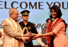 The President, Shri Pranab Mukherjee presenting the medal to a student, at the first convocation of The English & Foreign Languages University, in Hyderabad on April 26, 2017.