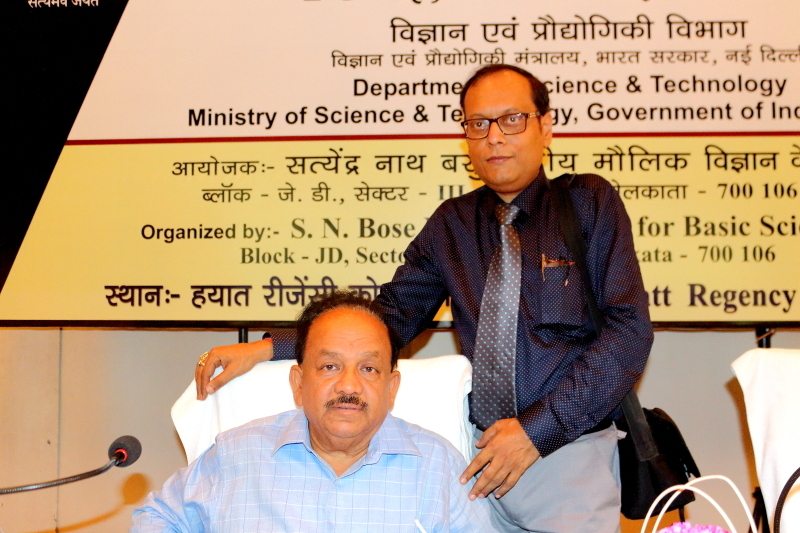 Suman Munshi Chief Editor IBG NEWS with Dr Harsha Vardhan Minsiter for Scince & Technology GOI