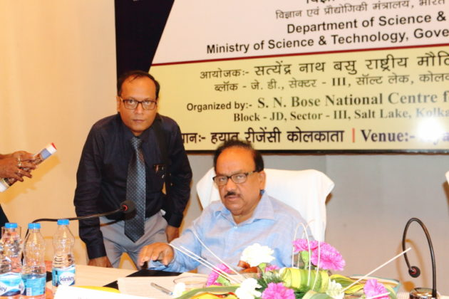 Suman Munshi Chief Editor IBG NEWS with Dr Harsh Vardhan Minsiter for Scince & Technology GOI2