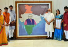 The Prime Minister, Shri Narendra Modi being presented the artwork made with pearls by artist Khushboo Akash Davda, in New Delhi on June 15, 2017.
