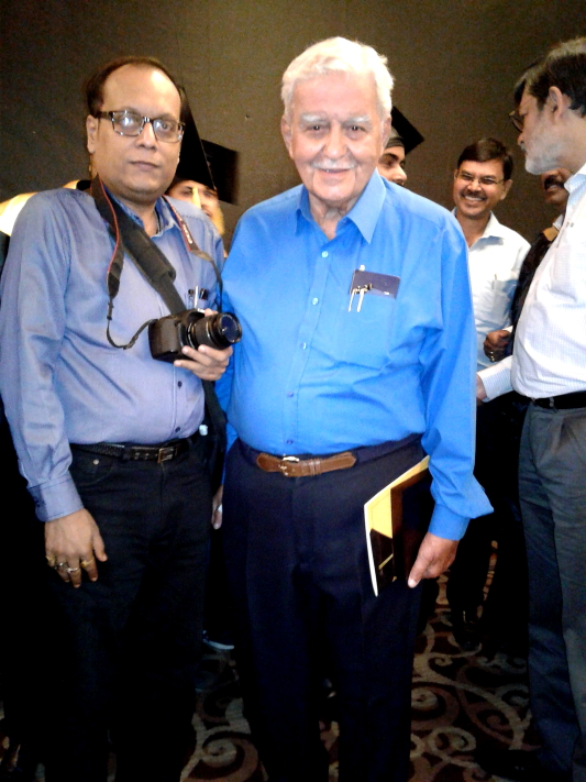 Suman Munshi Chief Editor IBG NEWS with Sir JJ Irani Ex Tata Steel MD - at IIM Kolkata Ceremony 2017