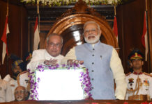 The President, Shri Pranab Mukherjee and the Prime Minister, Shri Narendra Modi pressing the buzzer to launch the Goods & Service Tax (GST), in Central Hall of Parliament, in New Delhi on June 30, 2017.