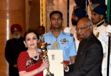 Nita Ambani receiving the coveted 'Rashtriya Khel Protsahan Puruskar 2017'