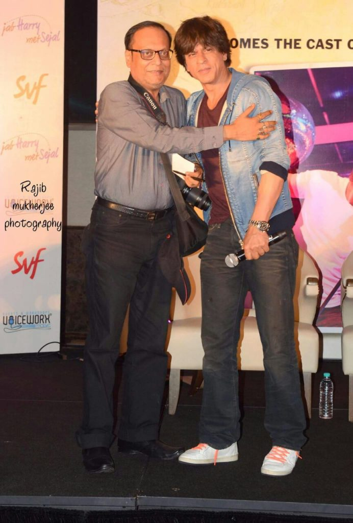 Suman Munshi with Sharukh Khan at JW Marriott Kolkata - Pic By Rajib Mukherjee