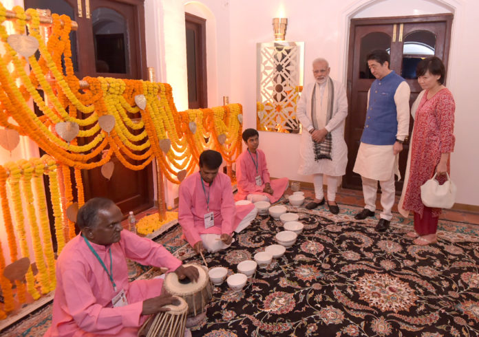 The Prime Minister, Shri Narendra Modi and the Prime Minister of Japan, Mr. Shinzo Abe witness the playing of the 'Jal Tarang', in Ahmedabad, Gujarat on September 13, 2017.