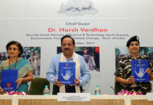 The Union Minister for Science & Technology, Earth Sciences and Environment, Forest & Climate Change, Dr. Harsh Vardhan releasing a souvenir on 'Role of SSB in combating Wildlife Crime', during the inaugural session of the seminar on 'Role of security forces in combating wildlife crimes', organised by the Sashastra Seema Bal (SSB), in New Delhi on September 22, 2017. The DG, SBB, Smt. Archana Ramasundaram and the Additional Director, Wildlife Crime Control Bureau, Smt. Tilotama Varma are also seen.