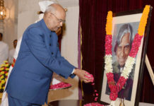 The President, Shri Ram Nath Kovind paying floral tributes to Dr. A.P.J. Abdul Kalam, Former President of India, on the occasion of his Birth Anniversary, at Rashtrapati Bhavan, in New Delhi on October 15, 2017.