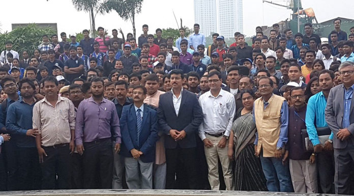 The Minister of State for Youth Affairs and Sports (I/C) and Information & Broadcasting, Col. Rajyavardhan Singh Rathore with the NSS volunteers, functionaries, at West Bengal, in Kolkata on October 29, 2017.