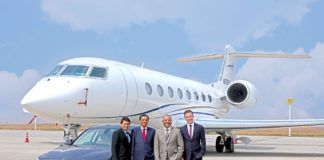 (L-R) Mr. Ashish Kachalia, Director, Navnit Motors; Mr. Navnit Kachalia, Dealer Principal, Navnit Motors; Mr. Javed Malik, Chief Operating Officer, Bengaluru International Airport Limited and Mr. René Gerhard, Director, Sales, BMW Group India at a special handover ceremony at the Bengaluru International Airport (PRNewsfoto/BMW India Private Limited)