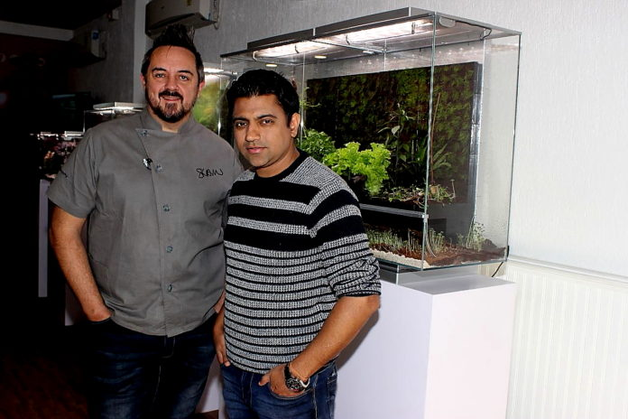 Biopod' an App, to control self contained ecosystem that replicates real environments