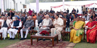 The Vice President, Shri M. Venkaiah Naidu, the Prime Minister, Shri Narendra Modi, the former Vice President, Shri M. Hamid Ansari and the former Prime Minister, Dr. Manmohan Singh at Vice President House during Sankranthi Celebrations, in New Delhi on January 21, 2018. The Union Minister for External Affairs, Smt. Sushma Swaraj and other dignitaries are also seen.