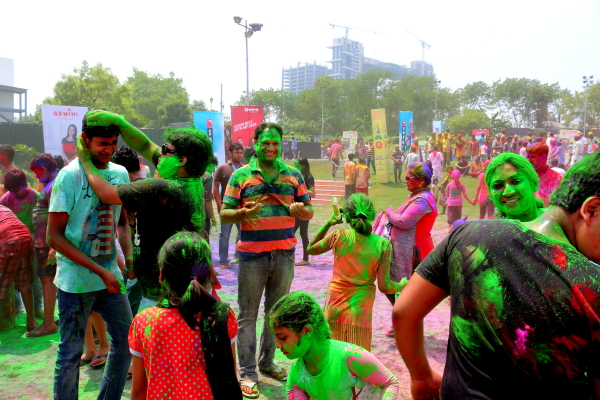 Happy Holi and Spring is in the Air World is celebrating- PM,CM and all greets people on the occasion of Holi