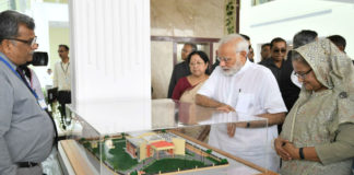 The Prime Minister, Shri Narendra Modi and the Prime Minister of Bangladesh, Ms. Sheikh Hasina during the inauguration of the Bangladesh Bhavan, at Santi Niketan, in West Bengal on May 25, 2018.