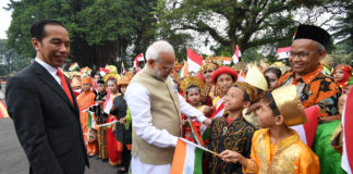 The President of Indonesia, Mr. Joko Widodo welcomes the Prime Minister, Shri Narendra Modi, on his arrival at Istana Merdeka, in Jakarta, Indonesia on May 30, 2018.