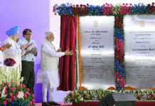 The Prime Minister, Shri Narendra Modi unveiling a plaque to mark the laying of foundation stone of Vanijya Bhawan, at Akbar Road, in New Delhi on June 22, 2018. The Union Minister for Commerce & Industry and Civil Aviation, Shri Suresh Prabhakar Prabhu, the Minister of State for Housing and Urban Affairs (I/C), Shri Hardeep Singh Puri and the Minister of State for Consumer Affairs, Food & Public Distribution and Commerce & Industry, Shri C.R. Chaudhary are also seen.