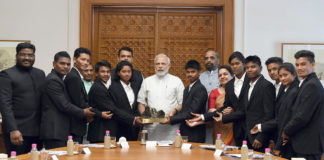 The Prime Minister, Shri Narendra Modi meeting the members of the Mission Shaurya Team, five students out of this group successfully scaled Mt. Everest in May 2018, in New Delhi on June 29, 2018. The Chief Minister of Maharashtra, Shri Devendra Fadnavis and the Minister of State for Home Affairs, Shri Hansraj Gangaram Ahir are also seen.