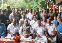The Union Home Minister, Shri Rajnath Singh being briefed by a local official, during his visit to a flood relief camp, in Kerala on August 12, 2018. The Chief Minister of Kerala, Shri Pinarayi Vijayan and the Minister of State for Tourism (I/C), Shri Alphons Kannanthanam are also seen.