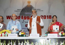 The Ministers of State for Agriculture & Farmers Welfare and Panchayati Raj, Shri Parshottam Rupala and the Minister of State for Agriculture and Farmers Welfare, Smt. Krishna Raj releasing the publication at the celebration of the World Egg Day 2018, in New Delhi on October 12, 2018. The Secretary, Animal Husbandry, Dairying and Fisheries, Shri Tarun Shridhar and other dignitaries are also seen.