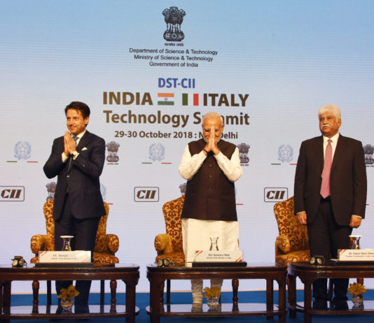 The Prime Minister, Shri Narendra Modi and the Prime Minister of Italy, Mr. Giuseppe Conte at the valedictory session of the India-Italy Technology Summit, in New Delhi on October 30, 2018. The Union Minister for Science & Technology, Earth Sciences and Environment, Forest & Climate Change, Dr. Harsh Vardhan and other dignitaries are also seen.