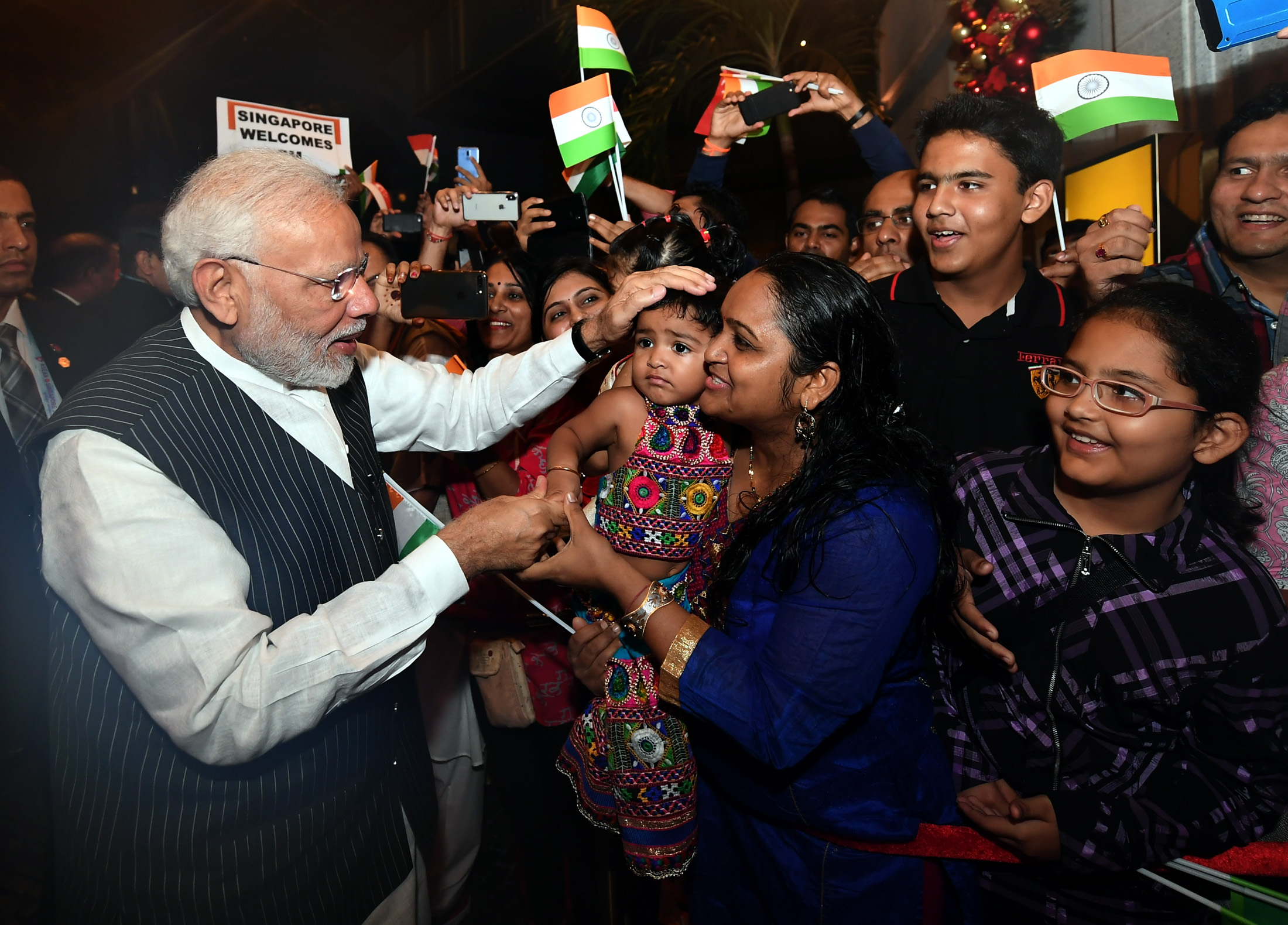 The Prime Minister, Shri Narendra Modi being welcomed by the Indian Community, on his arrival, in Singapore on November 14, 2018.