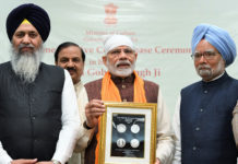 The Prime Minister, Shri Narendra Modi releasing a commemorative coin to mark the birth anniversary of Guru Gobind Singh Ji, the Tenth Guru of Sikhs, in New Delhi on January 13, 2019. The former Prime Minister, Dr. Manmohan Singh and the Minister of State for Culture (I/C) and Environment, Forest & Climate Change, Dr. Mahesh Sharma are also seen.