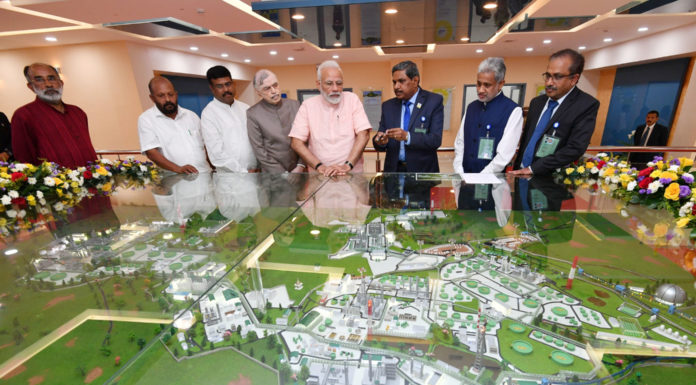 The Prime Minister, Shri Narendra Modi at the dedication to the nation of Integrated Refinery Expansion Complex in Kochi & Mounded Storage Vessel at LPG Bottling Plant in Kochi and lays foundation stone for Petrochemical complex at BPCL Kochi Refinery, at Kochi, in Kerala on January 27, 2019. The Governor of Kerala, Justice (Retd.) P. Sathasivam, the Union Minister for Petroleum & Natural Gas and Skill Development & Entrepreneurship, Shri Dharmendra Pradhan, the Minister of State for Tourism (I/C), Shri Alphons Kannanthanam and other dignitaries are also seen.