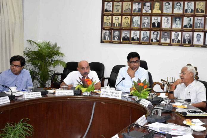 Sri Vinod Kumar Yadav, Chairman, Railway Board holding High Level Review Meeting with Sri P S Mishra, General Manager, South Eastern Railway and Principal Head of Departments at S E Railway Headquarters, Garden Reach on (25/4/2019).