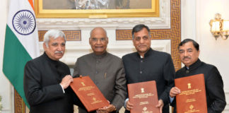 The Chief Election Commissioner, Shri Sunil Arora along with the Election Commissioners, Shri Ashok Lavasa and Shri Sushil Chandra called on the President, Shri Ram Nath Kovind and submitted list of newly elected members to the 17th Lok Sabha to the President, at Rashtrapati Bhavan, in New Delhi on May 25, 2019.