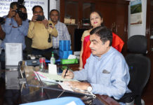 Shri Nitin Gadkari taking charge as the Union Minister for Road Transport and Highways, in New Delhi on June 04, 2019.