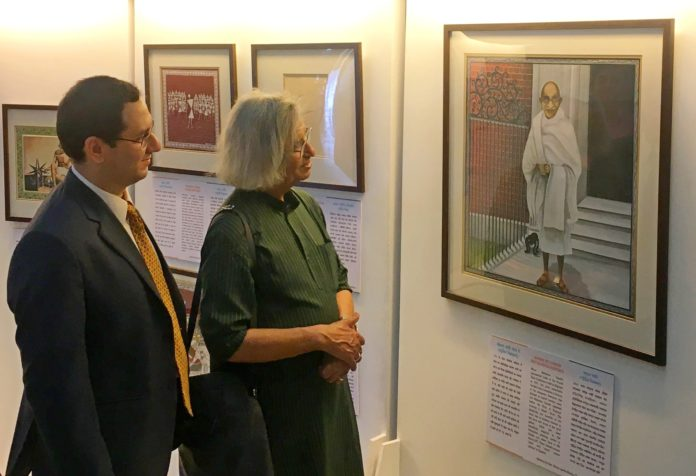. Vikramaditya Ugra, General Manager, Export-Import Bank of India & eminent painter Shri Jogen Chowdhury at the art exhibition at Victoria Memorial Hall