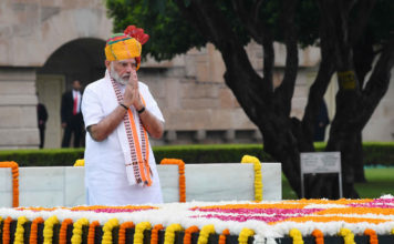 The Prime Minister, Shri Narendra Modi paying homage at the Samadhi of Mahatma Gandhi, at Rajghat, on the occasion of 73rd Independence Day, in Delhi on August 15, 2019.