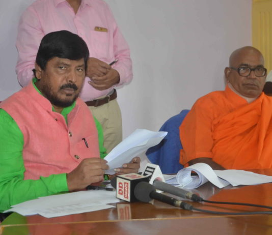 The Union Minister of State for Social Justice and Empowerment, Shri Ramdas Athawale addressing a press conference in Kolkata on August 20, 2019.