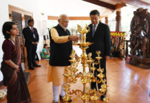 The Prime Minister, Shri Narendra Modi exchanging the gifts with the President of the People's Republic of China, Mr. Xi Jinping, in Mamallapuram, Tamil Nadu on October 12, 2019.