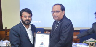 Suman Munshi Chief Editor IBG NEWS received Award on Digital Journalism from Biswajit Roy Chowdhury Chairman SAIARD