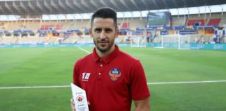 Ferran Corominas of FC Goa with Hero of the Month (December) memento before the match 54 of the Indian Super League ( ISL ) between FC Goa and NorthEast United FC held at the Jawaharlal Nehru Stadium, Goa, India on the 8th January 2020. Photo by: Faheem Hussain / SPORTZPICS for ISL