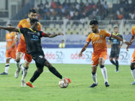 Bartholomew Ogbeche of Kerala Blasters FC and Brandon Fernandes of FC Goa in action during match 67 of the Indian Super League ( ISL ) between FC Goa and Kerala Blasters FC held at the Jawaharlal Nehru Stadium, Goa, India on the 25th January 2020. Photo by: Faheem Hussain / SPORTZPICS for ISL