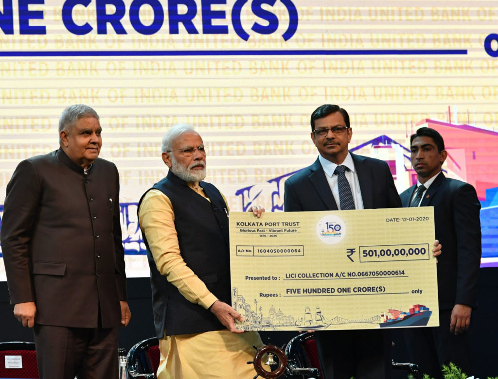 The Prime Minister, Shri Narendra Modi handing over a Cheque of Rs 501 Crore towards final instalment to meet the deficit of pension fund of retired and existing employees of the Kolkata Port Trust, in Kolkata, West Bengal on January 12, 2020. The Governor of West Bengal, Shri Jagdeep Dhankhar is also seen.