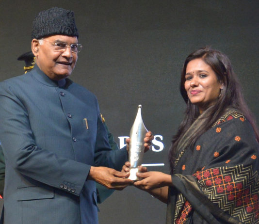 The President, Shri Ram Nath Kovind presenting the 14th Ramnath Goenka Excellence in Journalism Awards, at a function, in New Delhi on January 20, 2020.