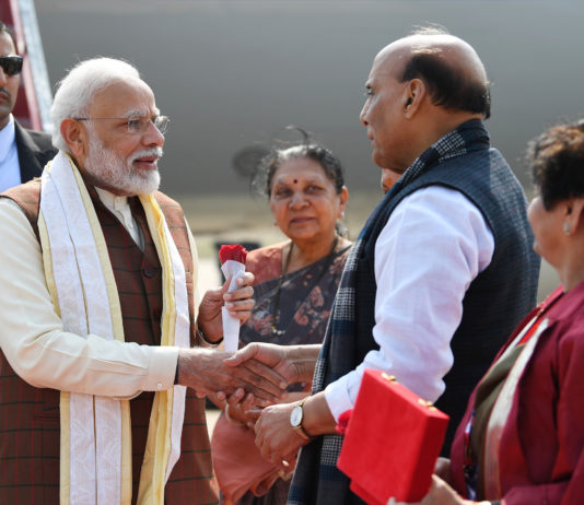 """The Prime Minister, Shri Narendra Modi being welcomed by the Governor of Uttar Pradesh, Smt. Anandiben Patel and the Union Minister for Defence, Shri Rajnath Singh, on his arrival, at Lucknow, to inaugurate the 11th Edition of the Biennial Mega Defence Exhibition """"DefExpo2020"""", in Uttar Pradesh on February 05, 2020."""